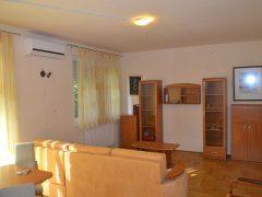 Debrecen, Nagyerdei körút - Homy flat next to tramline