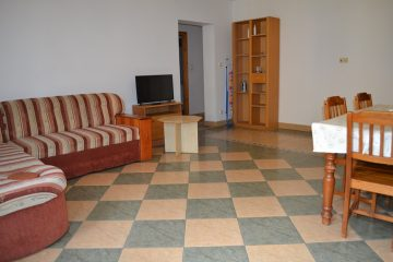 Debrecen, Honvéd utca - Spacious 3 beds flat next to tramline
