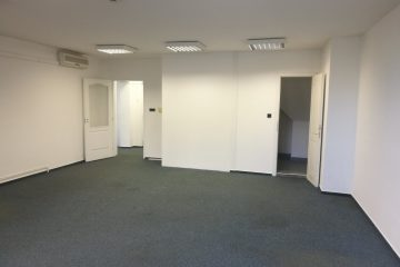 Debrecen, Erzsébet utca - Bright and spacious office is for rent in the Center