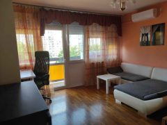 Debrecen, Mikszáth Kálmán utca - Sunny flat with balcony is for rent close to Uni